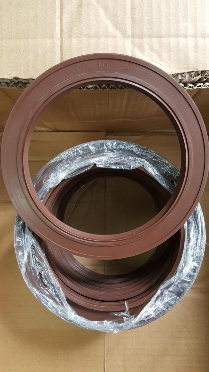 Oil seal TC FKM 143*184*15